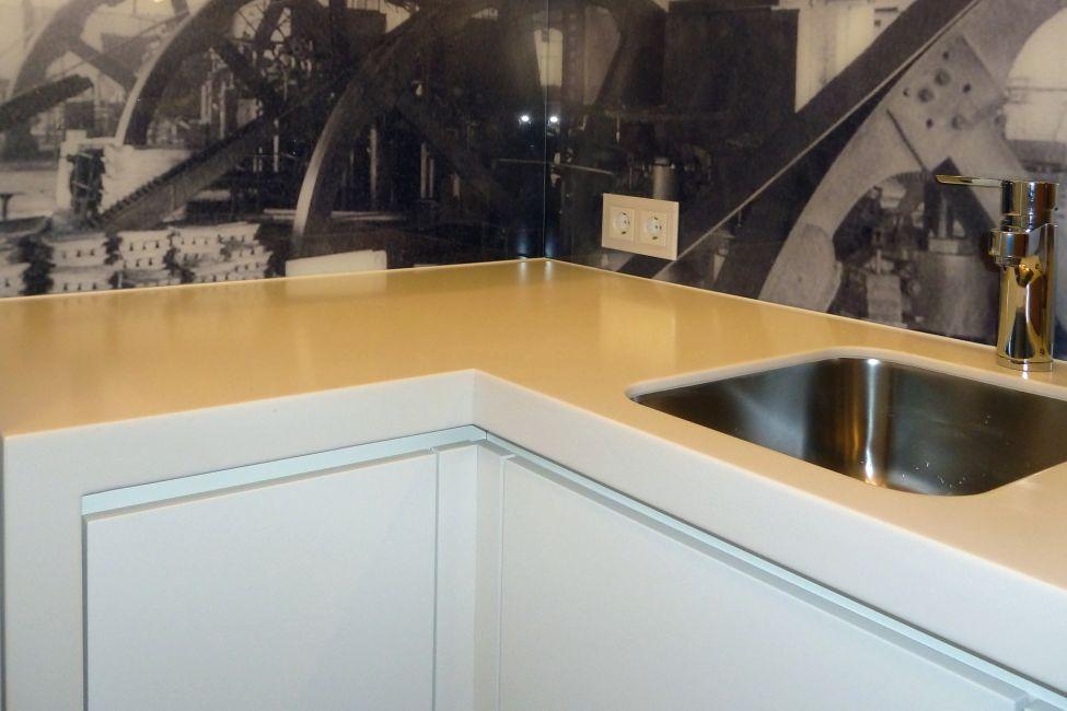 corian in der k che klocke. Black Bedroom Furniture Sets. Home Design Ideas